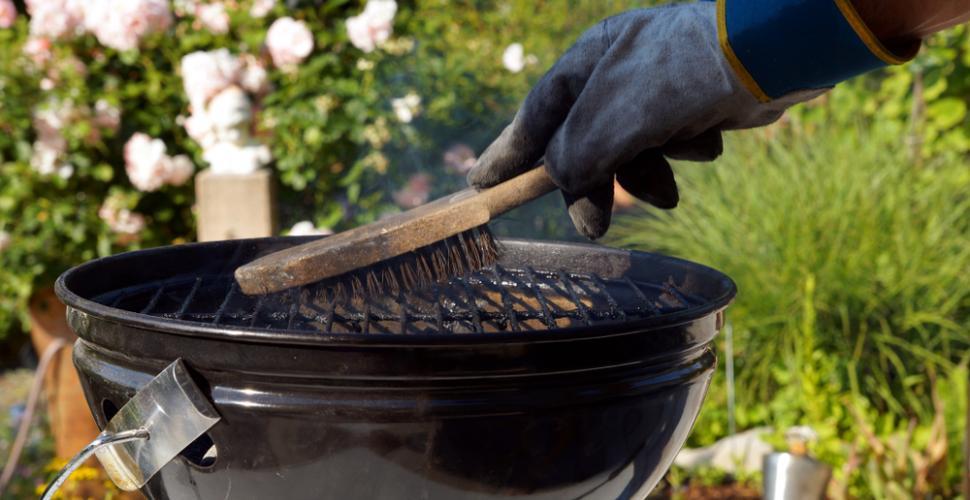 brosse-pour-nettoyer-un-barbecue